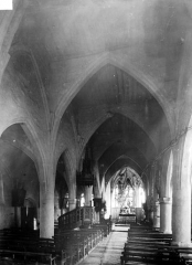 Eglise (ruines) - Vue intérieure de la nef vers le choeur