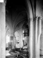 Eglise - Vue intérieure du transept nord et du choeur, prise du bas-côté sud