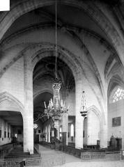 Eglise Saint-Nicolas - Vue intérieure de la nef vers l'entrée
