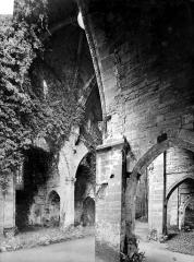 Abbaye - Eglise : Vue intérieure de la nef et du bas-côté sud, vers le nord-est