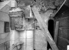 Ancienne abbaye Saint-Martin-des-Champs, actuellement Conservatoire National des Arts et Métiers et Musée National des Techniques - Eglise. Chevet : Fenêtre du 1e étage, côté gauche