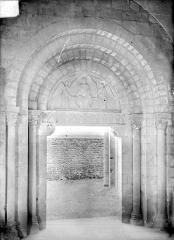 Abbaye de Charlieu - Eglise : Portail d'entrée de la nef