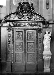 Hôpital - Chapelle : porte intérieure