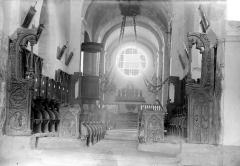 Eglise Saint-Jean-l'Evangéliste - Vue intérieure du choeur : Stalles
