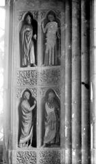 Cathédrale Notre-Dame - Revers du portail de la façade ouest : statues dans les niches