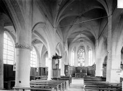 Eglise Saint-Pierre-et-Saint-Paul - Vue intérieure de la nef, vers le choeur
