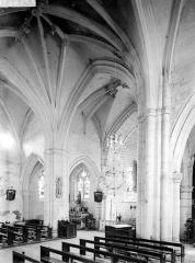 Eglise - Vue intérieure du choeur, prise du bas-côté sud vers le nord-est