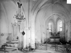 Eglise - Vue intérieure du transept nord et du choeur