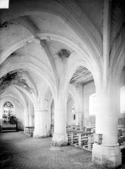 Eglise Saint-Etienne - Vue intérieure de la nef, vers le sud-est
