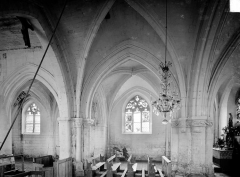 Eglise Saint-Etienne - Vue intérieure de la nef, côté nord