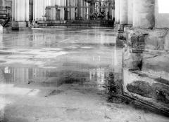 Cathédrale Notre-Dame - Sol de la nef, inondée par les pluies après les bombardements de juillet 1916