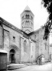 Eglise Saint-Saturnin - Façade sud : portail, transept et clocher