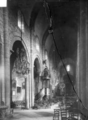 Eglise Saint-Saturnin - Vue intérieure de la nef, vers le nord-est