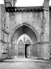 Eglise Notre-Dame-de-la-Nativité - Portail de la façade sud