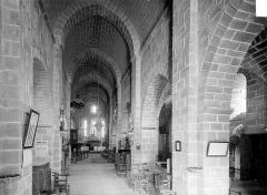 Eglise Saint-Martin - Vue intérieure de la nef, vers le chœur