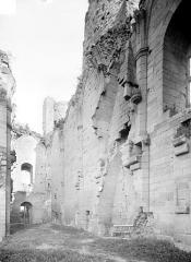 Château - Vue intérieure : mur nord