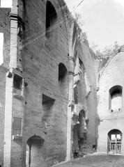 Château - Vue intérieure : mur sud