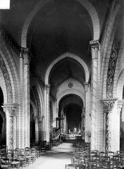 Eglise Saint-Georges - Vue intérieure de la nef, vers le chœur