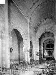 Eglise Saint-Nicolas - Vue intérieure de la nef et du bas-côté nord, vers le nord-est