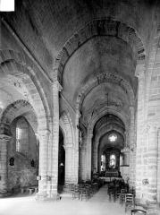 Eglise Saint-Jean-Baptiste - Vue intérieure de la nef et du bas-côté nord, vers le nord-est