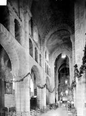 Eglise Notre-Dame - Vue intérieure de la nef et du bas-côté nord, vers le nord-est