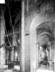 Eglise Notre-Dame - Vue intérieure du déambulatoire, coté sud
