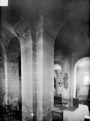 Eglise Saint-Martin - Vue intérieure : pile de la nef et du chœur, côté sud
