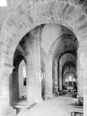 Eglise Saint-Julien - Vue intérieure de la nef et du bas-côté nord, vers le nord-est