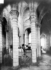 Eglise Saint-Léger - Vue intérieure du déambulatoire, côté sud-est, vers le chœur