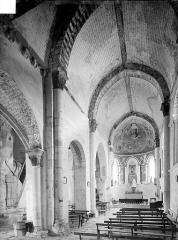 Eglise de Chateloy - Vue intérieure de la nef, vers le nord-est