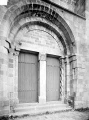 Eglise Saint-Gervais et Saint-Protais - Portail de la façade ouest
