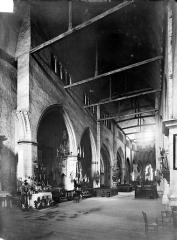 Eglise Sainte-Croix - Vue intérieure de la nef, vers le nord-est