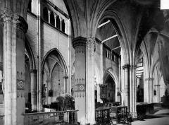 Eglise Sainte-Croix - Vue intérieure du déambulatoire et du chœur, vers le sud-ouest