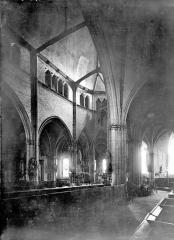 Eglise Sainte-Croix - Vue intérieure du déambulatoire et du chœur, vers le nord-est