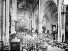 Eglise Sainte-Croix - Vue intérieure du choeur, vers l'ouest