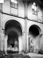Prieuré bénédictin de Souvigny - Vue intérieure de la nef : grandes arcades