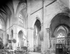 Prieuré bénédictin de Souvigny - Vue intérieure de la croisée du transept, vers le nord-est