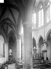 Prieuré bénédictin de Souvigny - Vue intérieure du déambulatoire et du choeur, côté nord