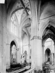 Prieuré bénédictin de Souvigny - Vue intérieure du choeur et du transept, vers le sud-ouest