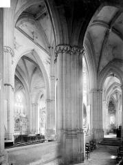 Prieuré bénédictin de Souvigny - Vue intérieure du choeur et du déambulatoire, côté sud
