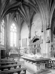 Prieuré bénédictin de Souvigny - Vue intérieure de la chapelle neuve avec tombeaux