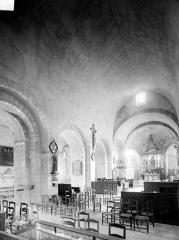 Eglise paroissiale Saint-Pierre - Vue intérieure de la nef, vers le nord-est