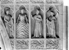 Cathédrale Notre-Dame - Revers du grand portail de la façade ouest, côté droit, sixième registre