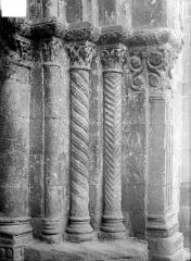 Eglise Saint-Maurice - Portail de la façade ouest : colonnes de l'ébrasement droit