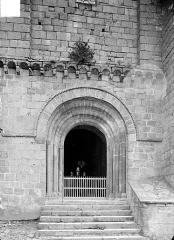 Eglise Saint-Julien - Portail de la façade ouest