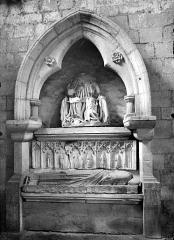 Prieuré bénédictin de Souvigny - Tombeau sous enfeu