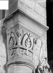 Eglise Saint-Maurice - Chapiteau à motifs décoratifs