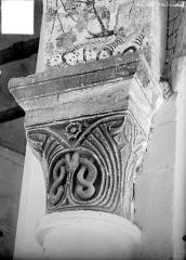 Eglise de Chateloy - Chapiteau à motifs décoratifs