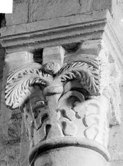 Prieuré bénédictin de Souvigny - Chapiteau à motifs décoratifs