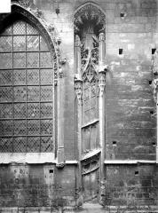 Ancienne église Notre-Dame-de-Froide-Rue ou église Saint-Sauveur - Façade : détail